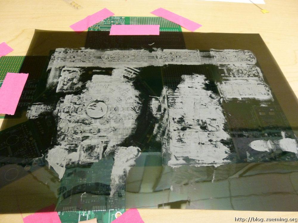 在激光切割的网板上敷焊膏