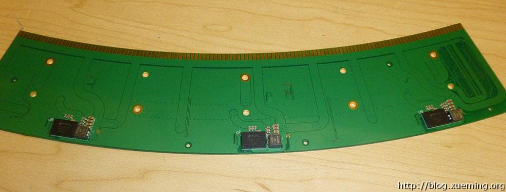 三片并行同步的PIC3301降压芯片。